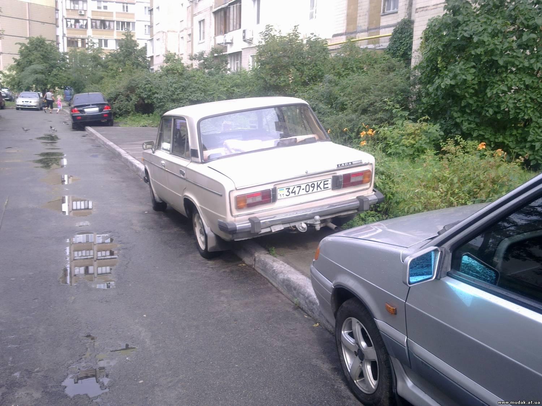 Киевляне вынуждены парковать авто во дворах