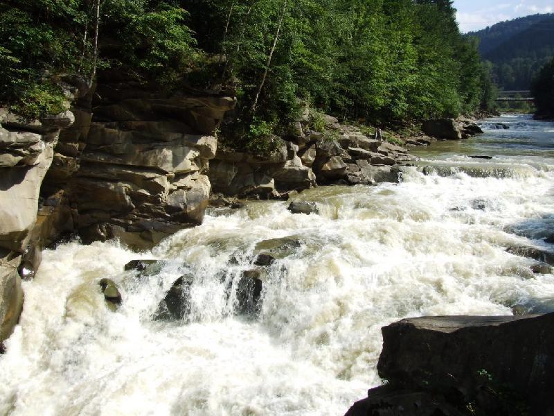 Яремче. Водопад на реке Прут