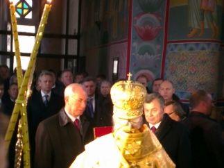Николай Азаров в Свято-Троицком соборе Калуги.