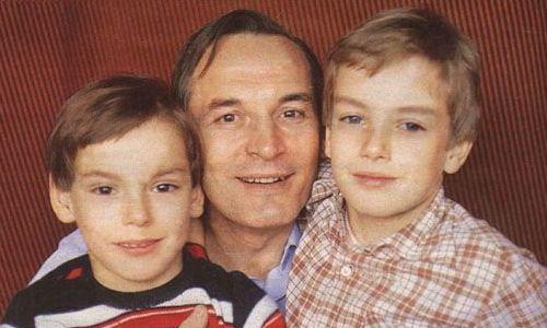 Сергей, Лановой (слева) с отцом и братом