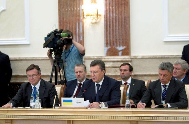 Виктор Янукович во время заседания Совета глав государств СНГ в Минске