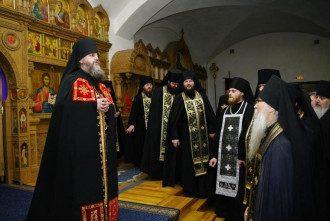 Монахи Свято-Успенского монастыря выступили против митрополита Владимира