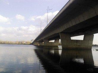 В Киеве мужчина прыгнул с моста через Десенку: опубликованы фото