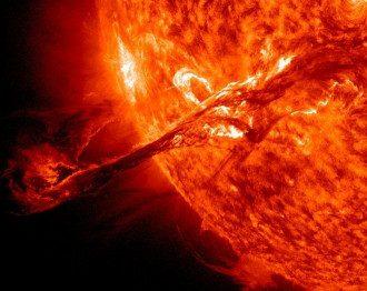 """Вспышки на Солнце — Из-за """"супервспышка"""" на Солнце на Земле возможны сбои в работе телекоммуникационных систем, предупредил ученый"""