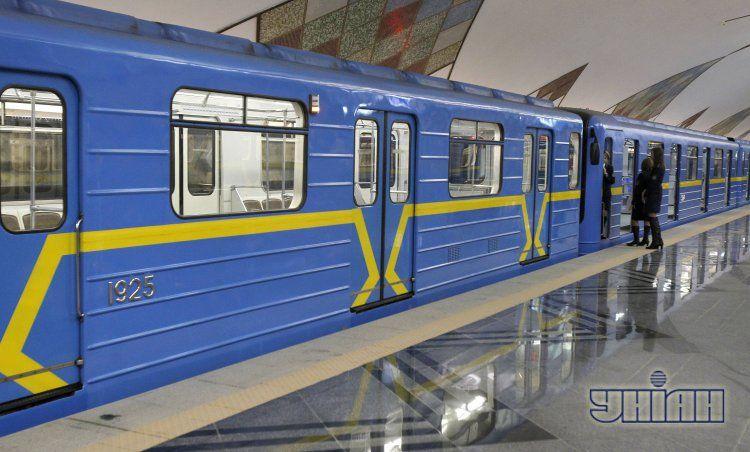 Поезда метро идут без остановок