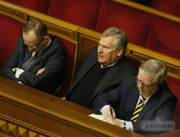 Ян Томбиньский, Александр Квасьневский и Пет Кокс на заседании Рады 21 ноября