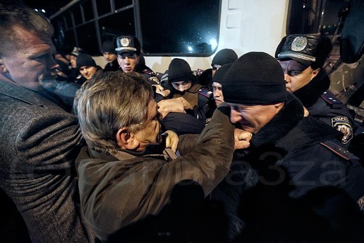 Ночью активисты столкнулись с