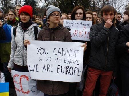Евромайдан во Львове собрал 2000 человек