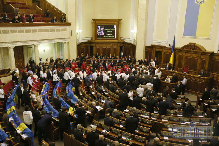 Рада уже два дня заблокирована оппозицией
