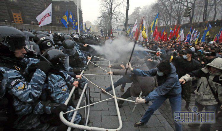 Так милиция и протестующие дрались днем