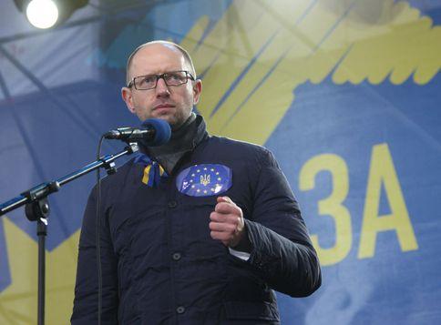Яценюк рассказал о планах по введению чрезвычайного положения