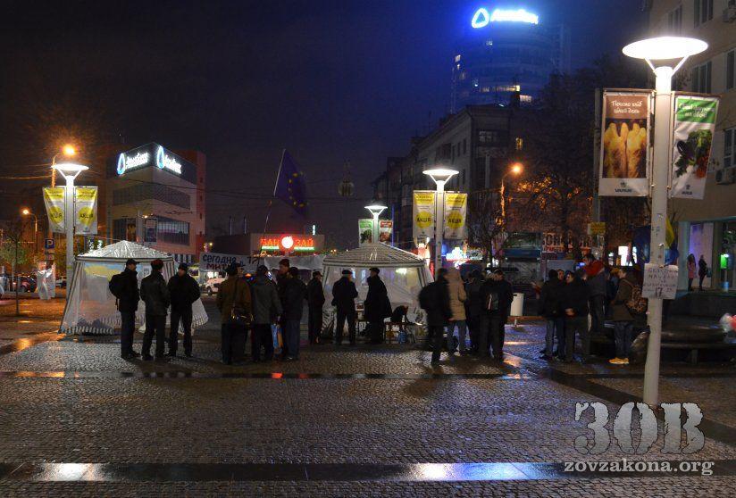 Фото с места разгромленного Евромайдана