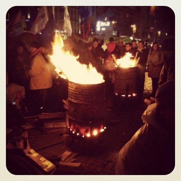 В ночь на 26 ноября активисты Евромайдана грелись у костров