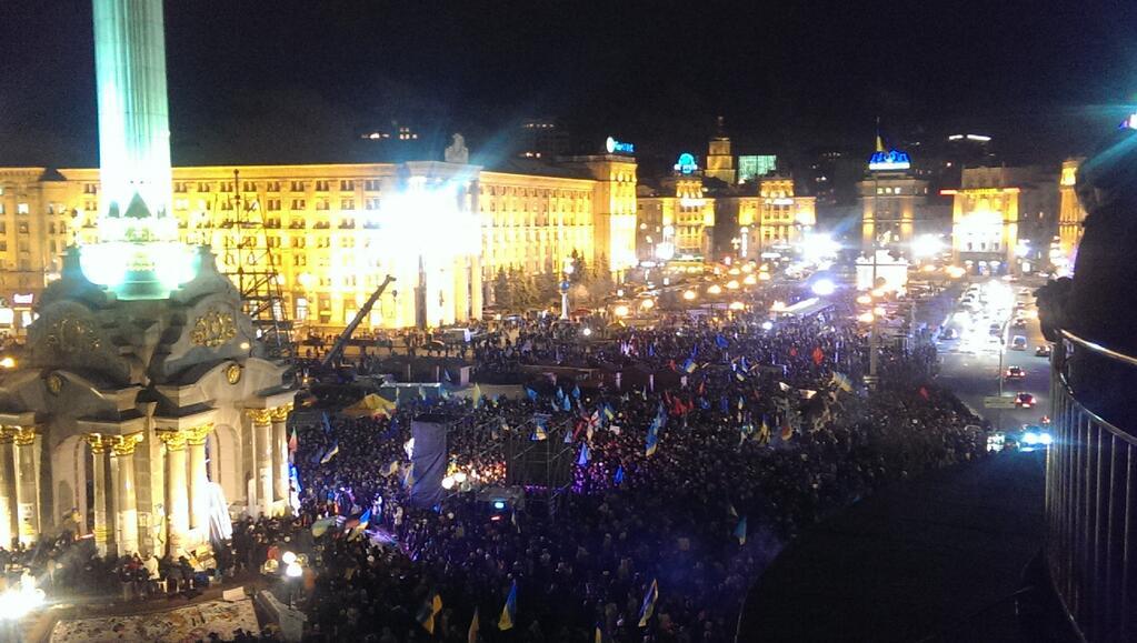 На Евромайдан пришли десятки тысяч