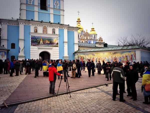 Главные ворота Михайловского монастыря