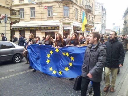 На Евромайдан во Львове вышли 10 тысяч человек