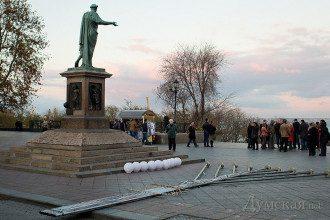 В  Одессе Евромайдан собирается возле Дюка