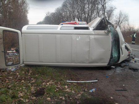 В микроавтобусе пострадали пять человек