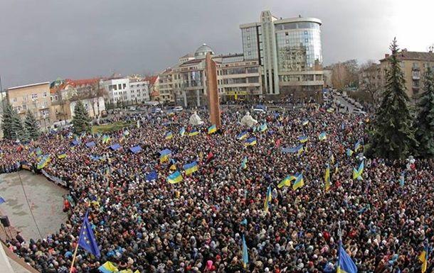 В Ивано-Франковске на вече собралось 15 тысяч человек