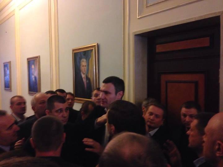 Кличко призывает нардепов идти в сессионный зал