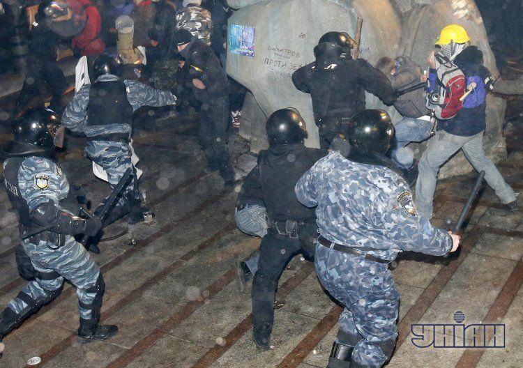 Жестокий разгон Евромайдана вызвал массовые протесты