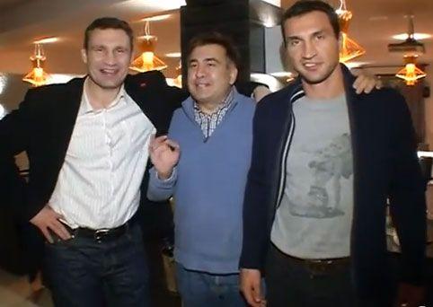 Экс-президент Грузии Михаил Саакашвили и братья Кличко