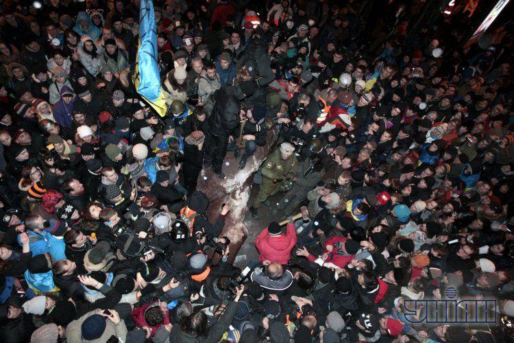Фото с места сноса памятника Ленину.