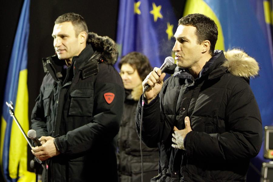Братья Кличко на Евромайдане в Киеве
