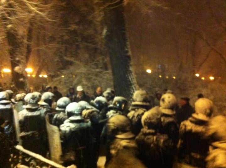 Арсений Яценюк прорвался к пикетчикам
