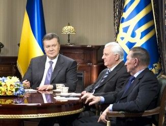 Виктор Янукович, Леонид Кравчук и Леонид Кучма
