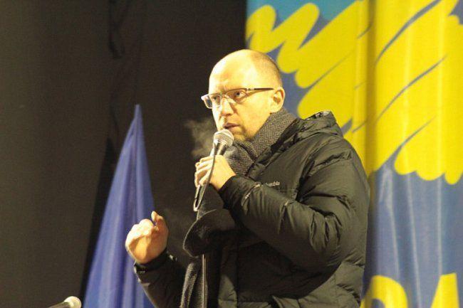 Яценюк на сцене Евромайдана