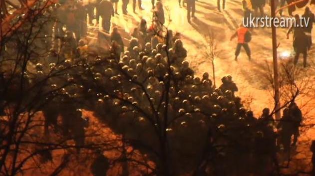 Беркут окружил Майдан