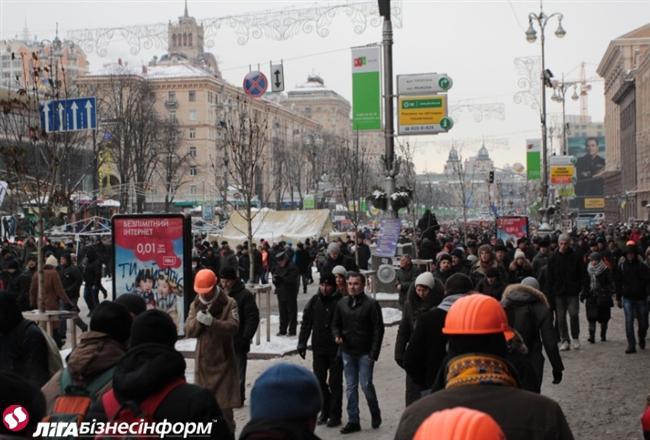 Евромайдан восстанавливает баррикады