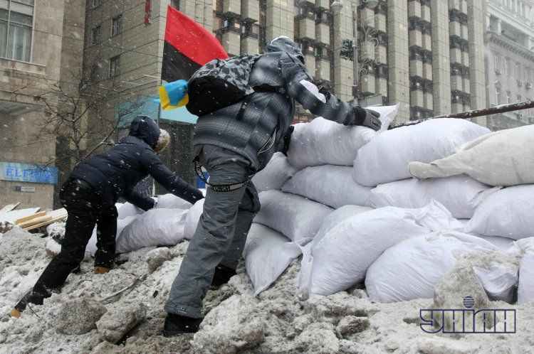 Оппозиционеры выдвигают условия переговоров, а их сторонники строят баррикады