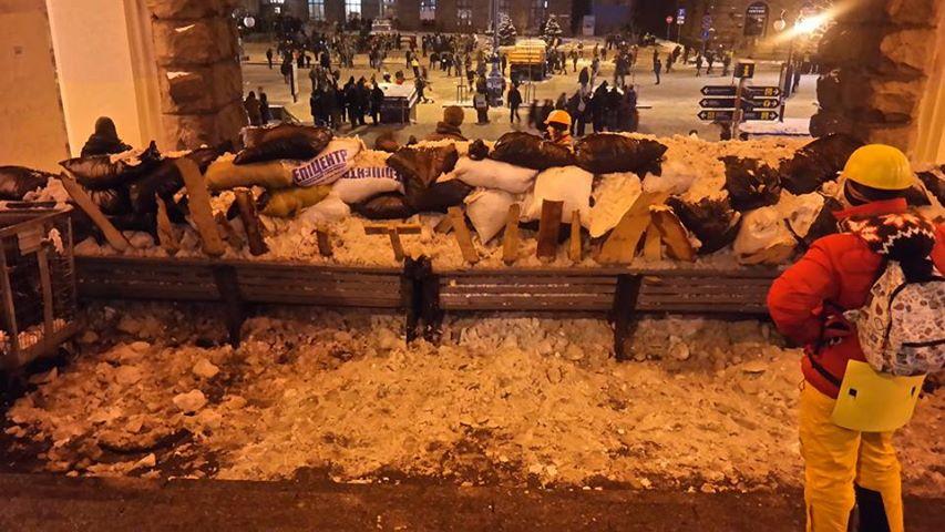 На Евромайдане выросли новые баррикады