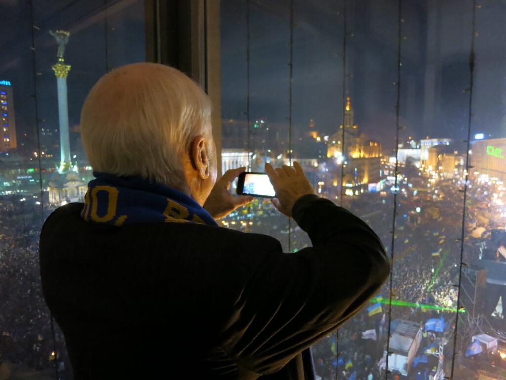 Джон Маккейн на Евромайдане