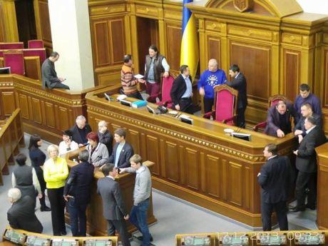Оппозиция блокирует работу ВР