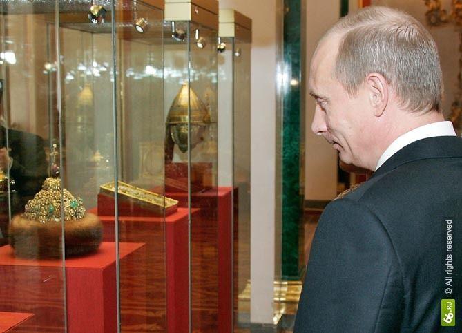 Владамир Путин и шапка Мономаха
