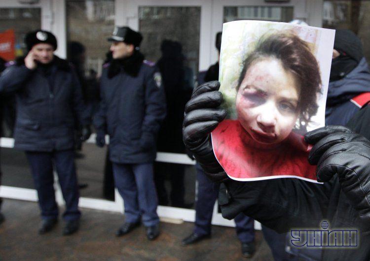Пикет у здания МВД после избиения Чорновол