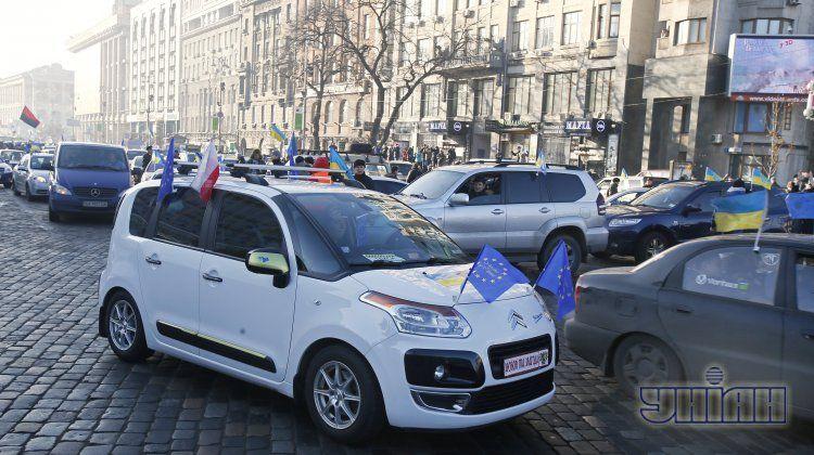 Акции Автомайдана собирают тысячи учстников