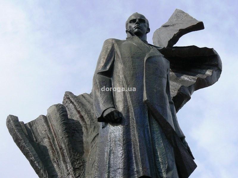 Памятник Степану Бандеру в Тернополе