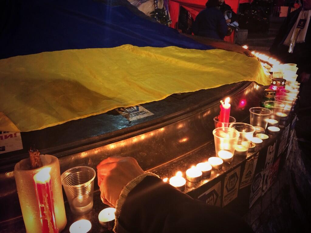 Свечи в память о жертвах терактов на Майдане