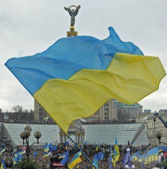 Средства влияния и давления на Украину представителей стран Запада происходили по двум основным линиям, утверждает Леонид Кожара