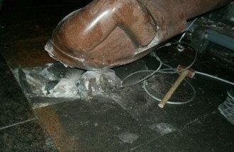Сваленный памятник Ленину