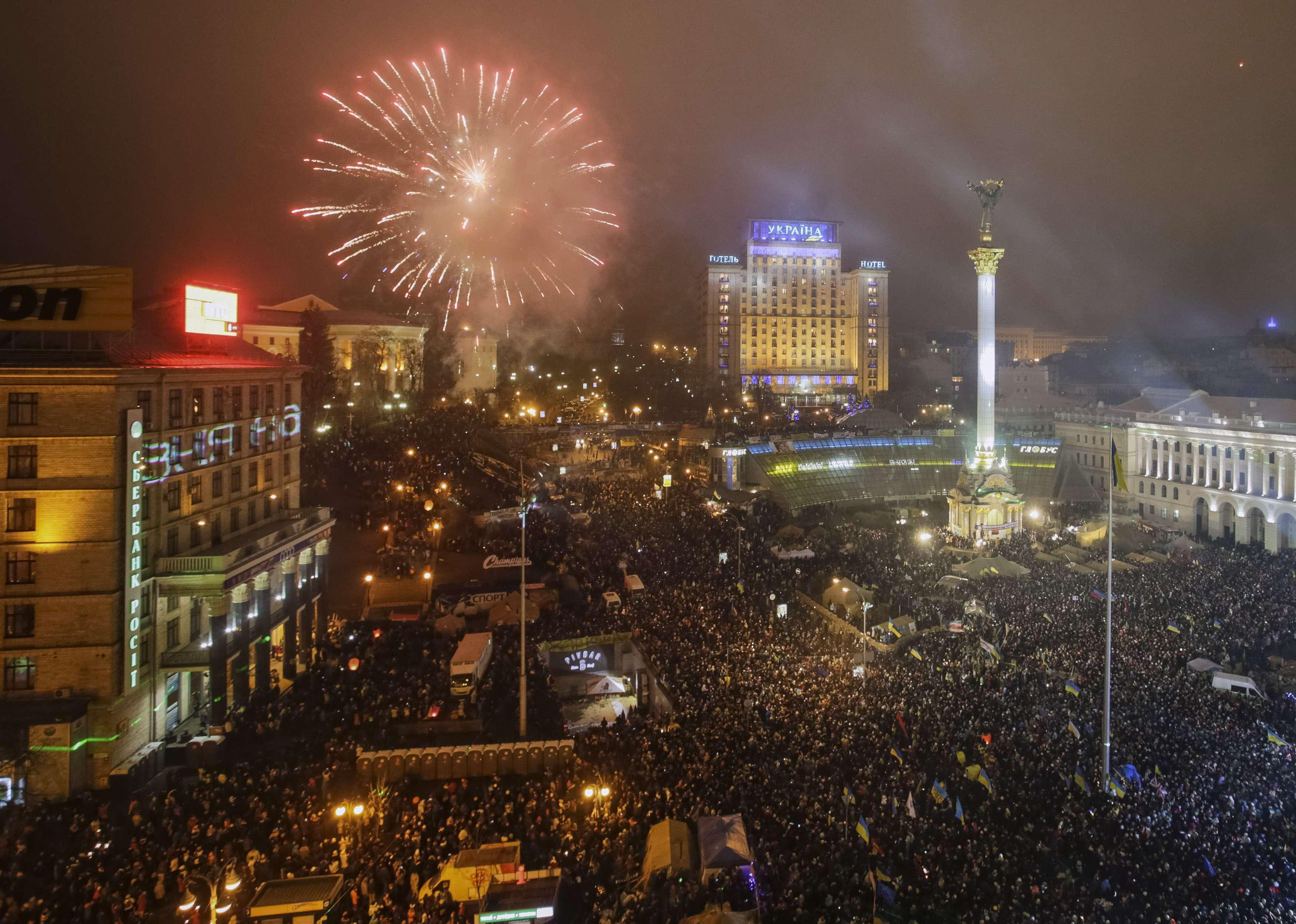 Новогодний салют на Майдане в Киеве