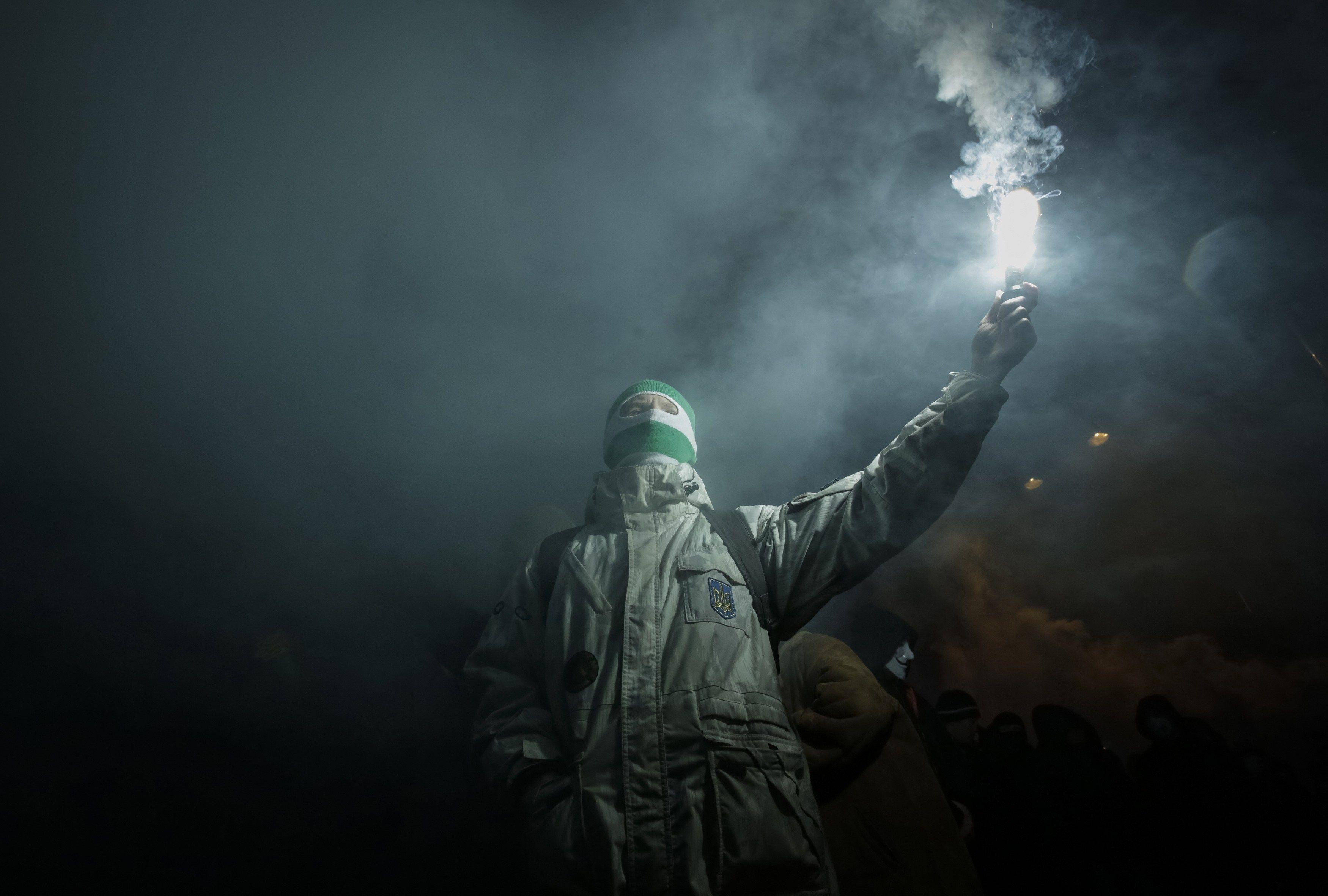 Участник факельного марша
