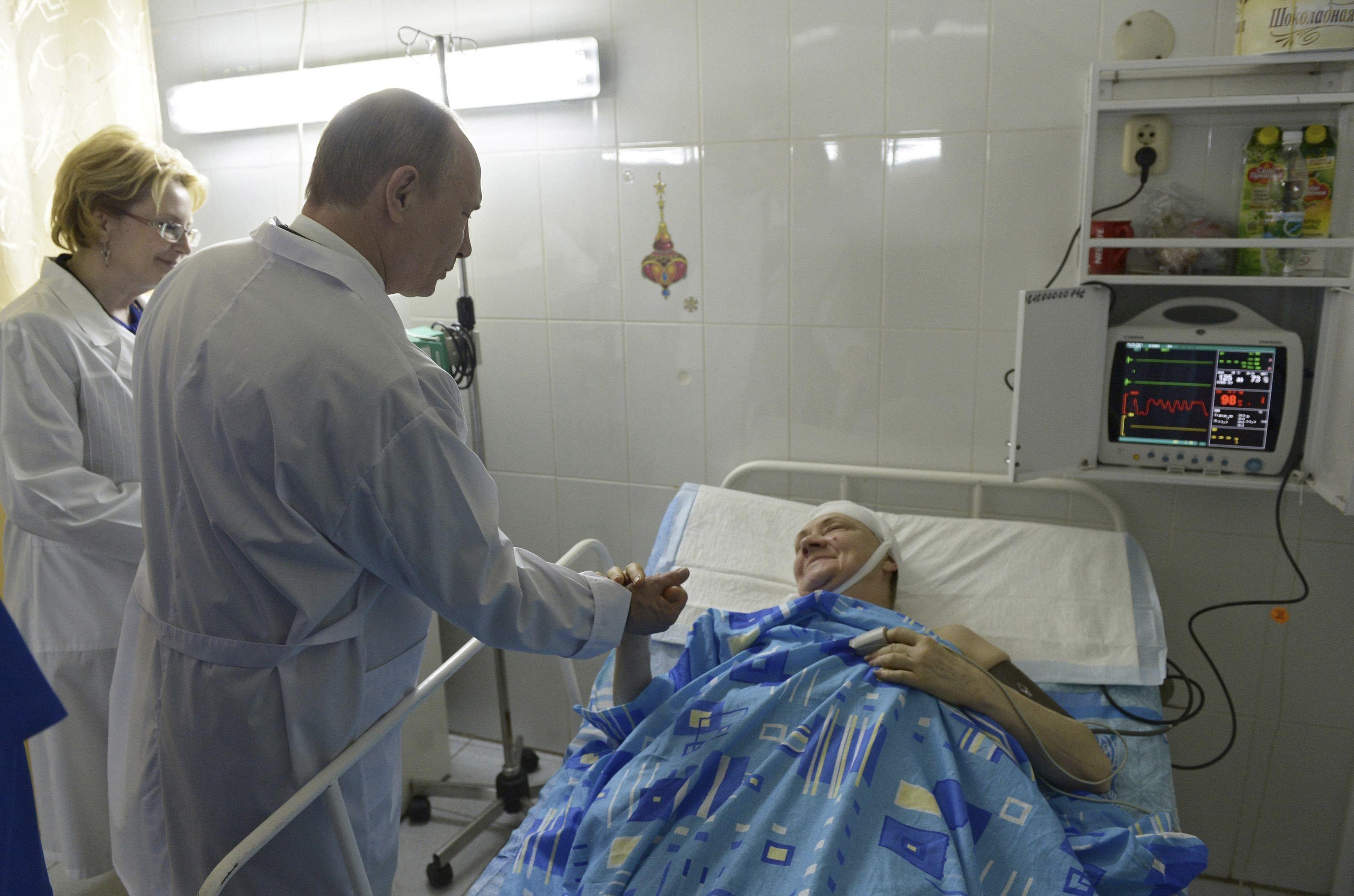 Президент Владимир Путин проведал пострадавших в больнице