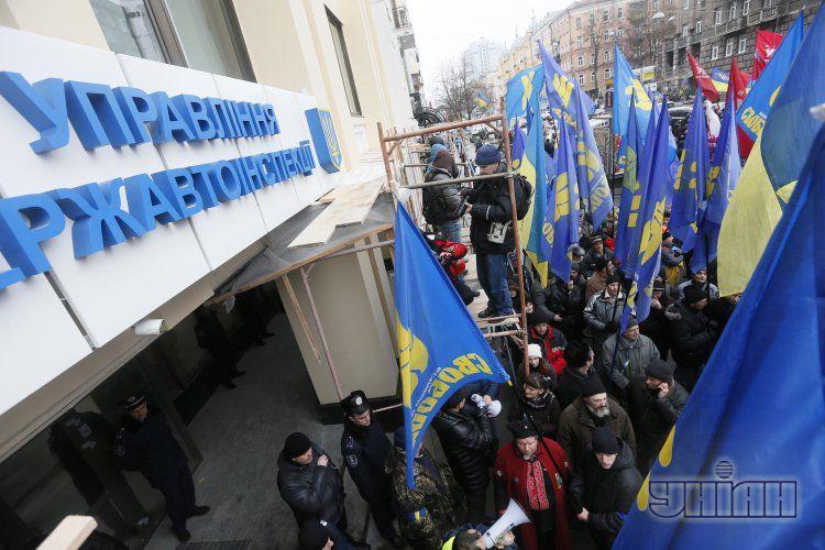 На днях активисты Автомайдана провели акцию протеста возле ГАИ