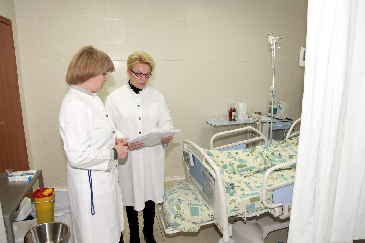 Министр здравоохранения РаисаБогатырева посетила Татьяну Чорновол в больнице