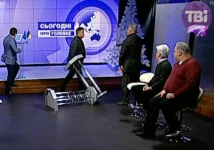 Аваков бросил пюпитр в Калашникова